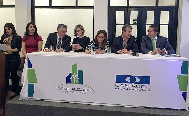 firma-acuerdo-construcción-sostenible.jpg