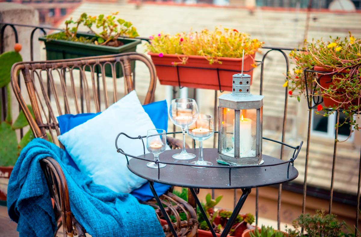 decora-tu-balcón-de-apartamento-de-soltero.jpg